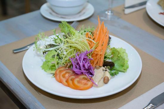 Fang i Aram Restaurant Vegetarià: Ensalada variada con vinagreta de tahini
