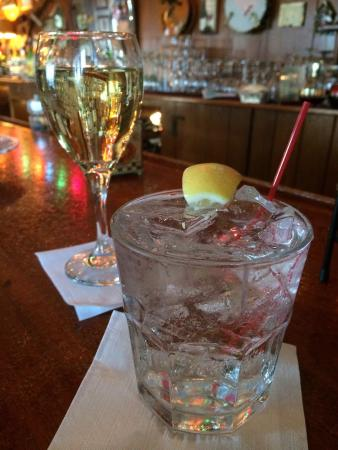 Trevor, WI: Happy Hour in the bar rocks! This round is only $5.50