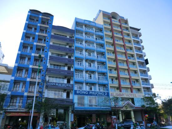 Viet Ha Hotel - самый правый на фото