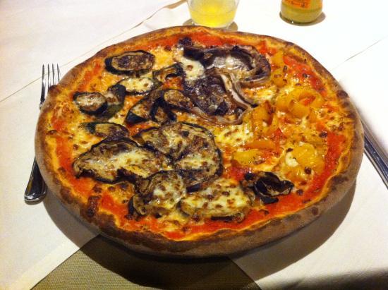 Fiumicello, Italia: Pizza alle verdure grigliate