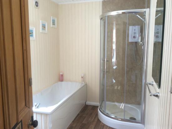 Glencairn Villa: Large Bathroom