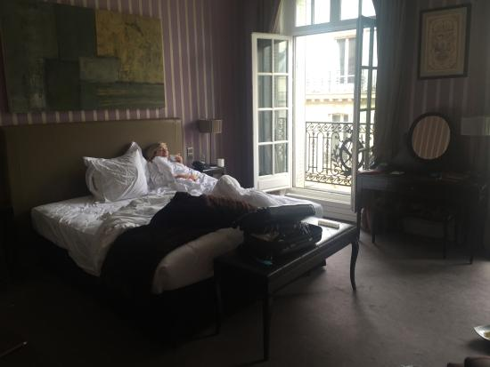 Champs Elysees Plaza Hotel: Bed
