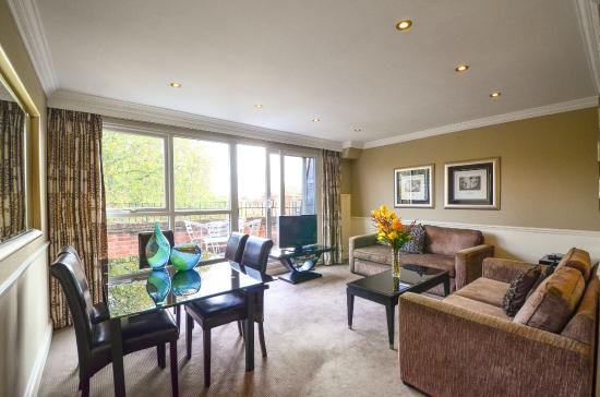 Collingham Serviced Apartments: Living Room
