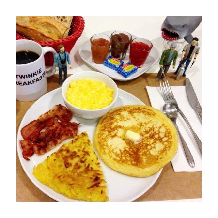 Twinkie Breakfast & Lunch: American Breakfast (bacon, eggs, hashbrown, pancake, maple syrup...)