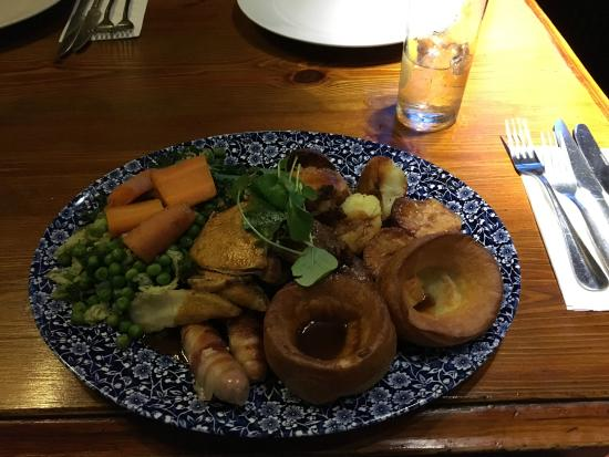 Shottle, UK: Sunday Roast Platter... Enough for two??