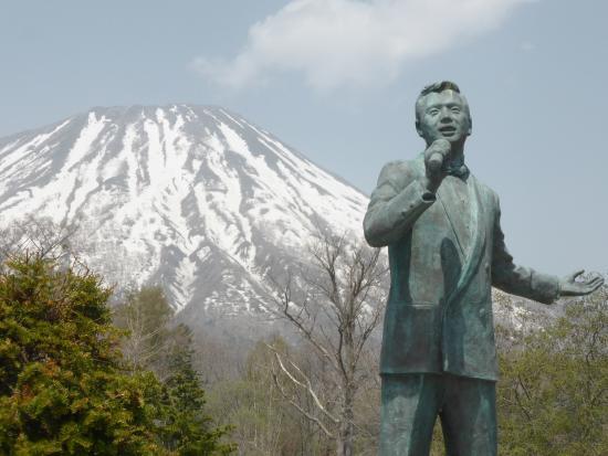 Hosokawa Takashi Memorial Statue