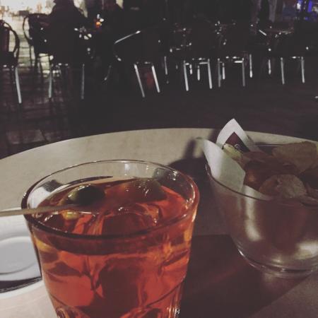 Il Caffe (aka Caffe Rosso): Tolle Atmosphäre - Sprizz für 3€ - günstige & grandiose Tramezzini - toller Kaffee Jeden Abend P