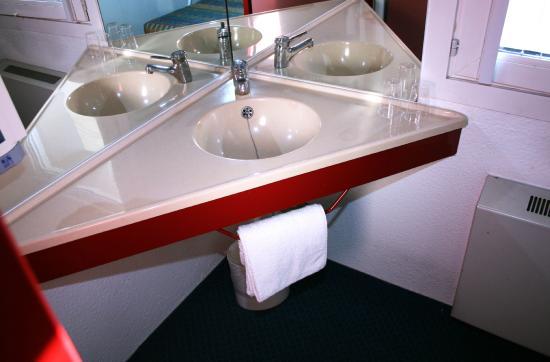 hotel class 39 eco charleroi belgique voir les tarifs 36 avis et 37 photos. Black Bedroom Furniture Sets. Home Design Ideas