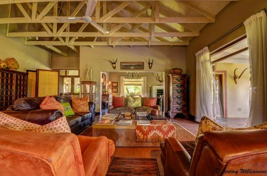 White Elephant Safari Lodge: Main Lodge Lounge