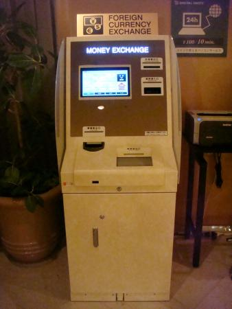 A foreign-currency exchange machine - Foto de Hotel Associa