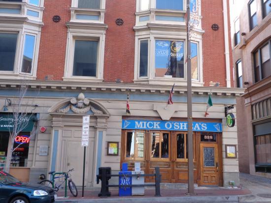 Mick O'Shea's: Entrance
