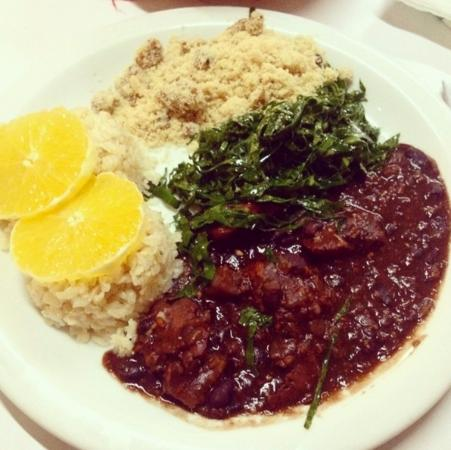 Feijoada vegetariana prato quente especial foto de - Restaurante greener ...