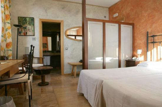 Avinyonet de Puigventos, Spagna: Habitación Junior Suite