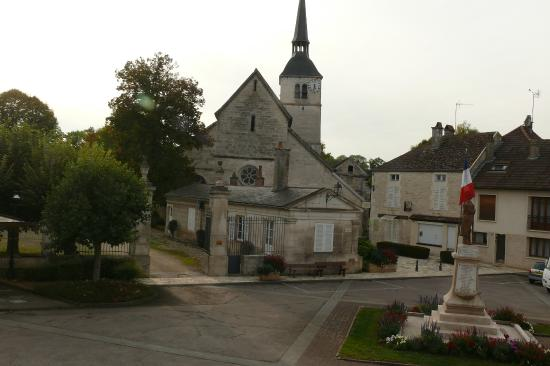 Arc-en-Barrois, Fransa: Het gezellige pleintje