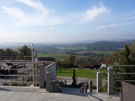 Lalling, Germania: Blick von der Hotel-Terrasse
