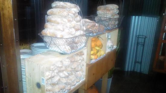 Birravino: Bread Station