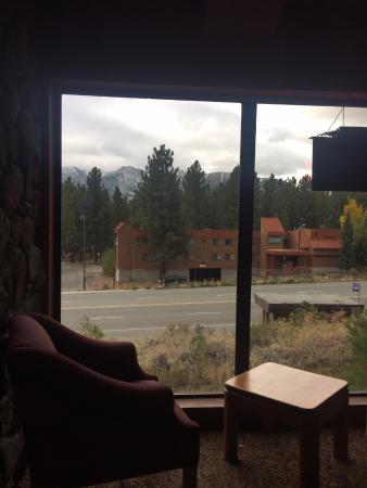 Sierra Lodge: Vista do lobby (café da manhã)