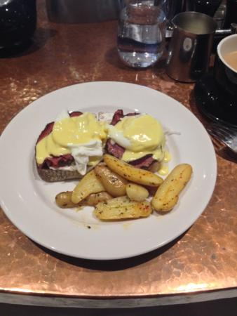 Amherst, MA: The Eggs Benedict special was amazing