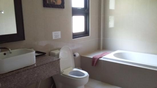 Airport Resort & Spa: salle de bain