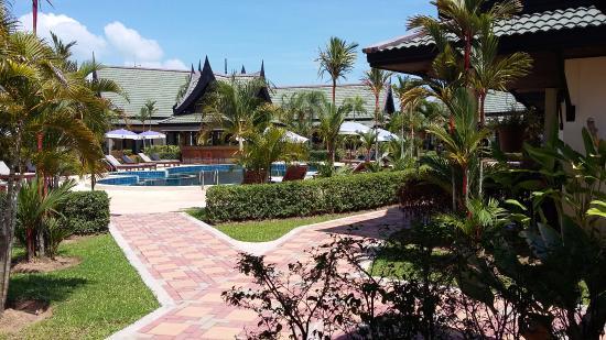 Airport Resort & Spa: jardin