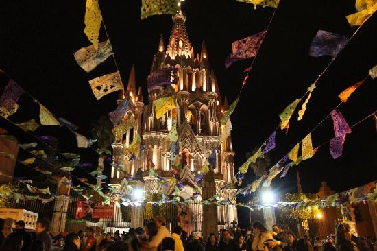 Imperio de Angeles: Parroquia de san Miguel de arcángel imponente.