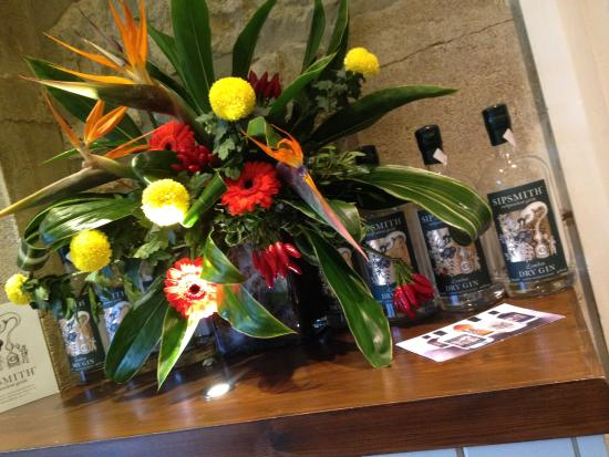 The Queens Arms: flowers in Liberty Room