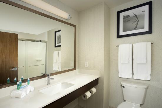 Holiday Inn Express & Suites Bay City: Guest Bathroom with Thoughtful Amenities