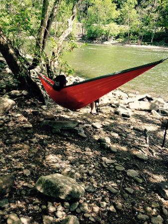 Hinton, Virginia Occidental: Otter and Oak stocks Eno Hammocks and accessories and provides advice on how to get the perfect