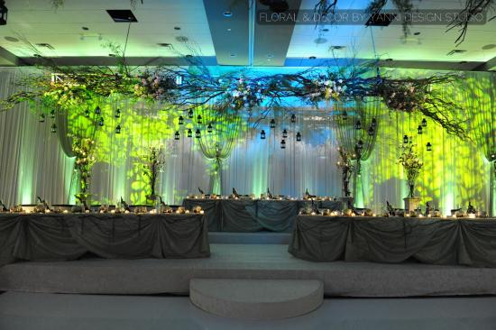 Westin Lombard Yorktown Center: Colorful LED wedding decor in the Westin Lombard