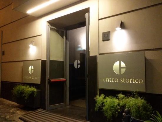 Culture Hotel Centro Storico: Ingresso traversa di Via Monteoliveto