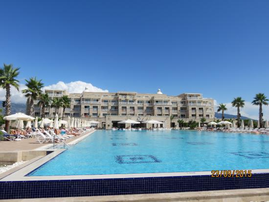 Andriake Beach Club Hotel: Hotel view from pool end