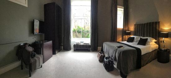 The Chester Residence: Huge bedroom