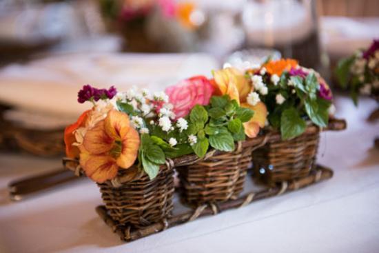 Biohotel Kurz: Blumendeko im Speiseraum