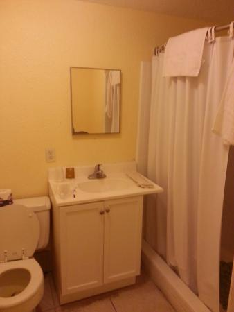 "Sea Beach Plaza : Room 301, make sure you ""step up"" when going in this clean bathroom"