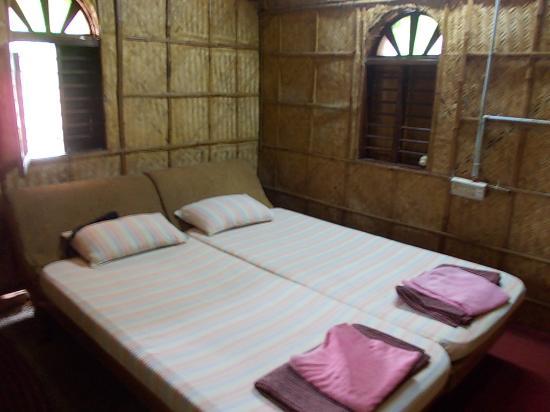Ashtamudi Homestay: bamboo room