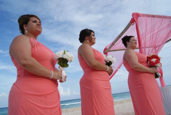 Fiesta Americana Condesa Cancun All Inclusive Bridesmaids During Ceremony