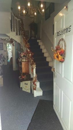 West Newton, Pensilvania: Mantle House Mission Resale Store