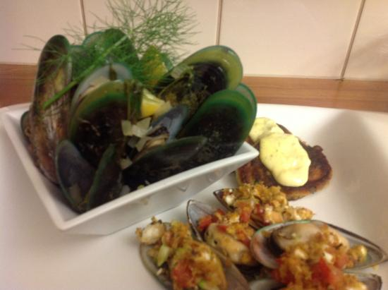 Kippilaw House: Marlborough Sounds green lipped mussels presented steamed, grilled and fritter form
