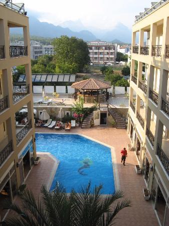 Peymen Hotel : Бассейн