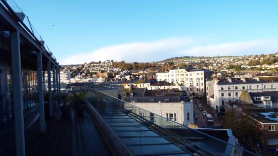 Riviera Apartments: Side Balcony