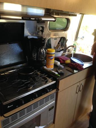 La Selva Beach, Californien: Airstream rental unit kitchen