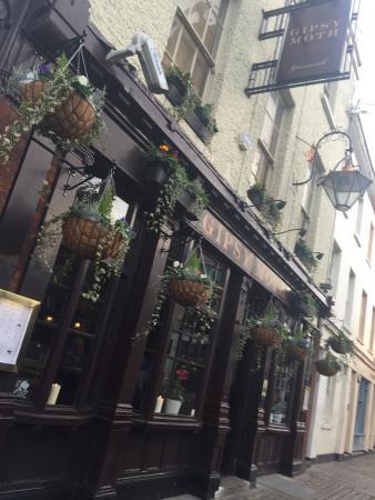 The Gipsy Moth: Beautiful pub