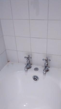 The Dukes Head : bathroom bath