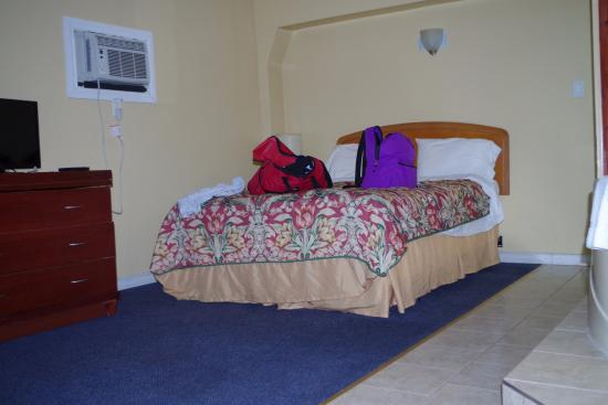 Empress Inn & Suites: Dated