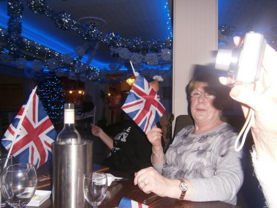 Clifton Park Hotel: sing along