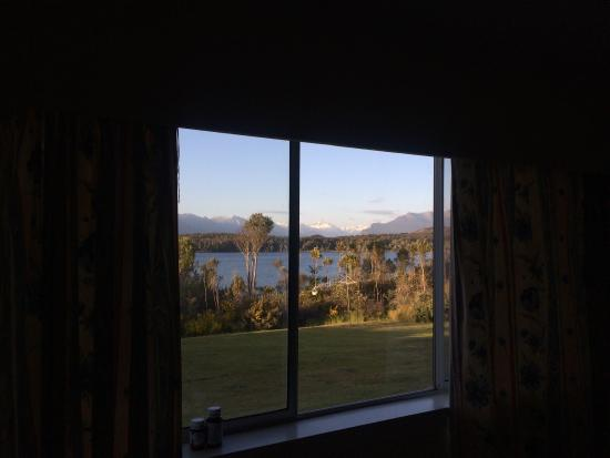 Fiordland National Park Lodge: View from the Backpackers :)