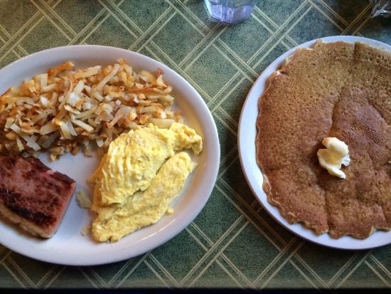 Lead, Νότια Ντακότα: 2 eggs, thick cut ham, hand cut hash browns & sour dough pancake at Cheyenne Crossing!