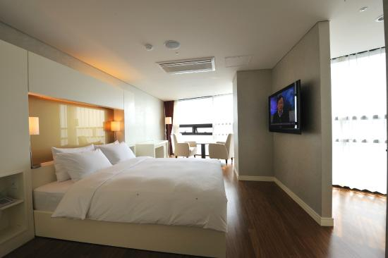 Sunset Business Hotel: Suite Room