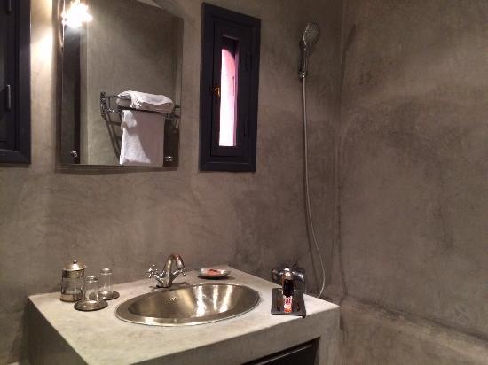 Riad Abaka: bathroom