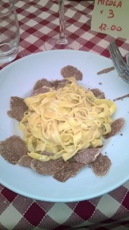 Osteria della Tagliatella ( Ex. Magna e Bevi): tagliatelle al tartufo bianco